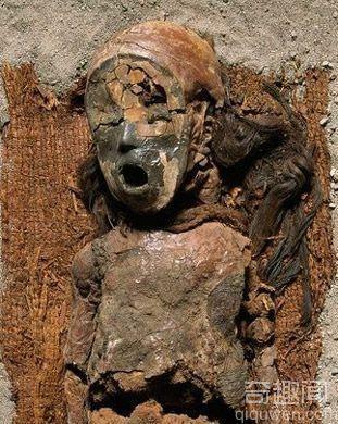 千年灵魂:神秘微笑的新克罗黑色木乃伊