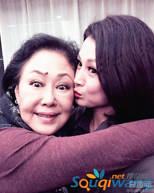 赵本山小姨子晒自拍 看起来一点也不像45岁