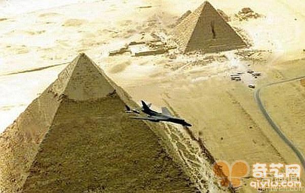 时光隧道真的存在吗 飞行员竟目睹金字塔的建造