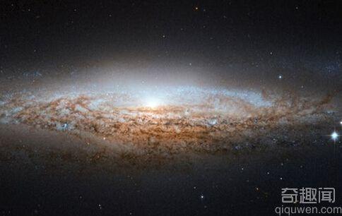 哈勃望远镜捕捉太空星系图像外形酷似UFO
