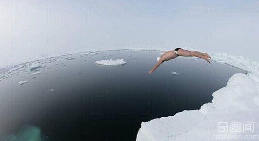 男子南极游泳破世界之最记录  零下1.7℃海水中游20分钟