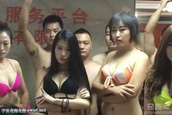 """深圳一公司员工脱光衣服抵制""""冰桶挑战"""""""
