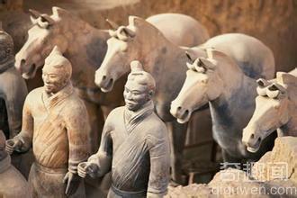揭秘:秦始皇原意是用活人陪葬为何后来换成兵马俑?