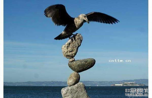 不解之谜!印尼民间大师比尔-丹的诡异石块平衡术