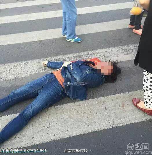 女子闯红绿灯和协管员冲突遭铁锤爆头