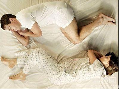 3种睡姿让男人越睡越衰 那么你应该怎么睡