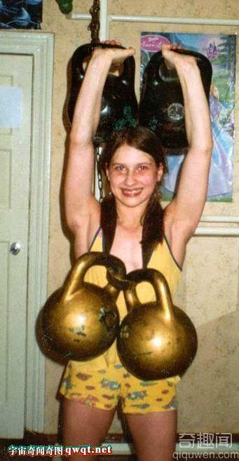 乌克兰4岁女汉子能举重200斤