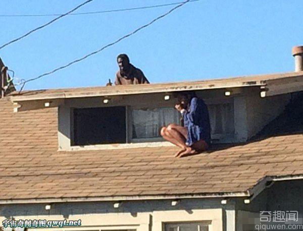 惊险:实拍屋顶女子和找她的劫匪(组图)
