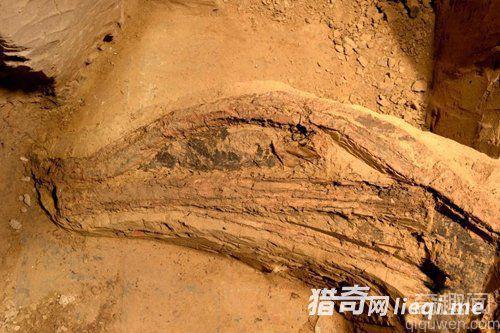 秦兵马俑坑首次发现最完整弓弩 有重大考古收获