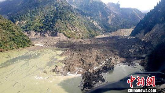 西藏雅鲁藏布江堰塞湖再次滑坡 水位1小时上涨80厘米