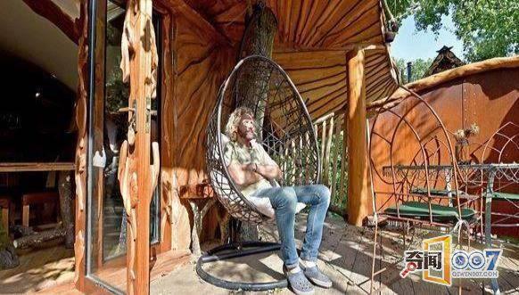 英国夫妻花3年时间建造全手工树屋,造价近200万!