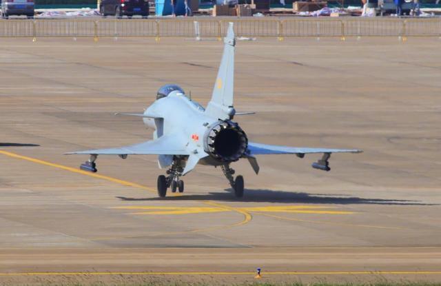 别了,俄罗斯技术:为何中国歼10B就不用苏35推力矢量技术?
