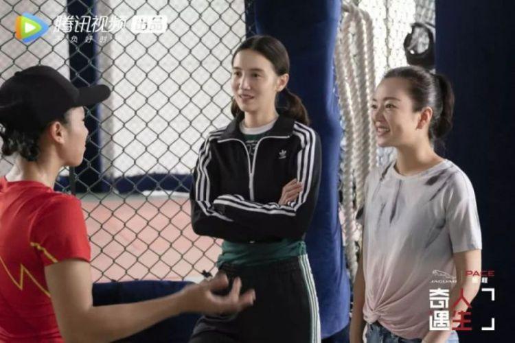 阿雅宋佳走进女拳王的擂台人生 《奇遇人生》成综艺界深夜食堂