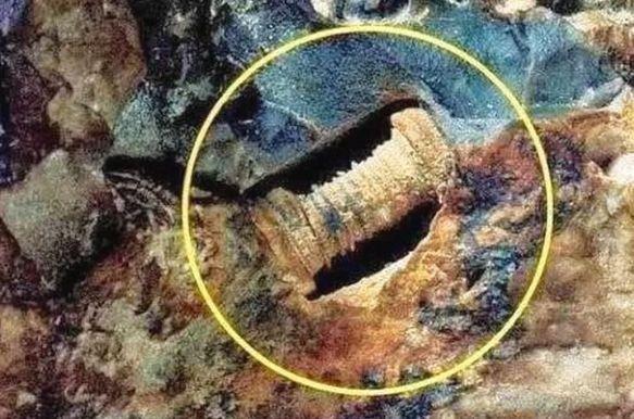 男子野外探险,发现了奇怪金属,专家推测可能来自外星