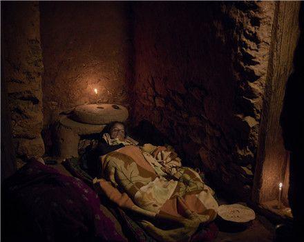 这里的女人不被允许流血,一旦发现将被驱逐出村