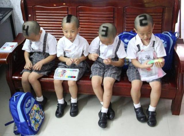 四胞胎傻傻分不清楚,学校老师常认错,但妈妈的办法让人无法淡定