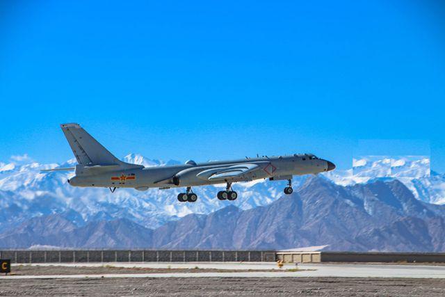 中国最大轰炸机高原起降,最大航程约8000公里,载弹量9吨