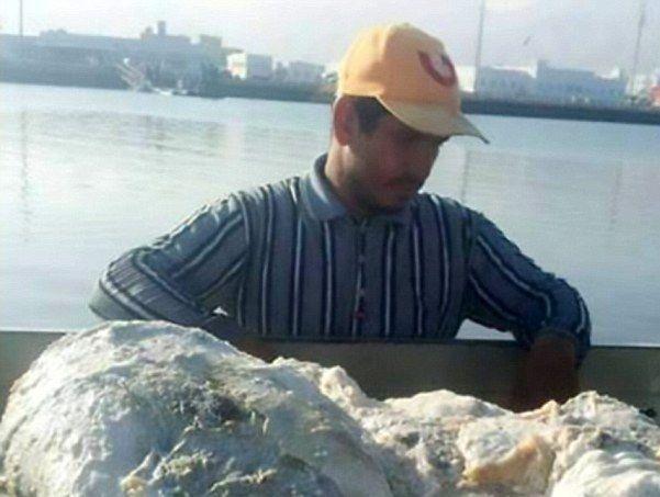渔夫意外打捞到龙涎香,价格高达上千万,商人出资1亿遭拒绝