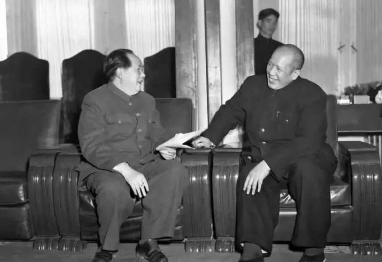 他和毛主席同窗,娶邓小平前妻,儿子是副国级干部,自己却坐了8年牢