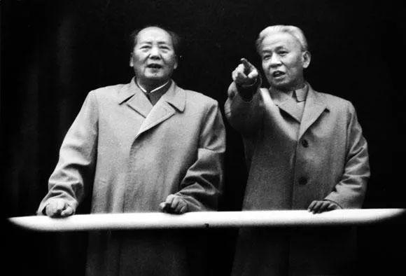 历史如何转折:邓*小平的7项决议