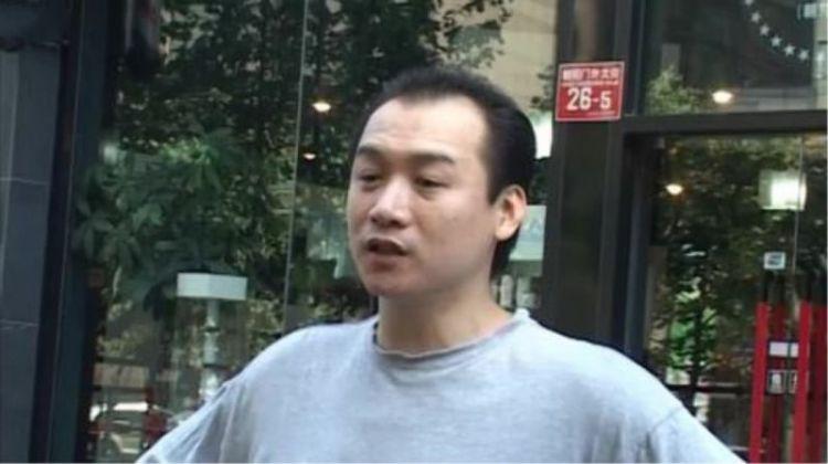 和黄渤是多年好友,却因吸毒和车祸进了监狱,如今早已沦为路人