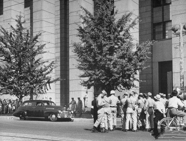 麦克阿瑟统治日本7年,对日本各种羞辱,临走时为何百万人送行?