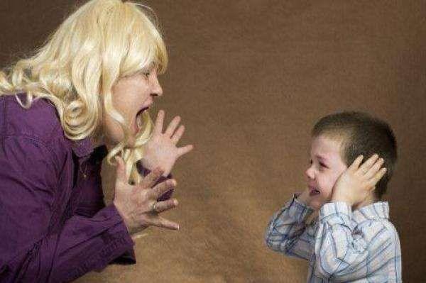 """儿子能看到""""死去的祖母"""",每晚与祖母互动学唱歌,吓坏妈妈!"""