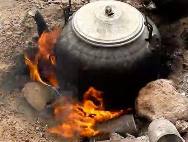 """村民不小心把""""光地""""给点燃,从此火源不断,原因令人意外"""