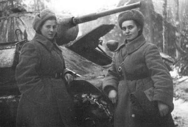 够勇敢:40岁女子卖光家产买坦克,开赴战场为夫报仇