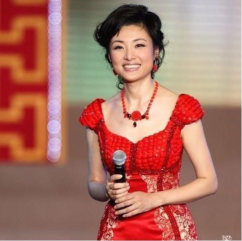 周涛王小丫两大名嘴都淡出央视,虽然都是50岁但状态还很好