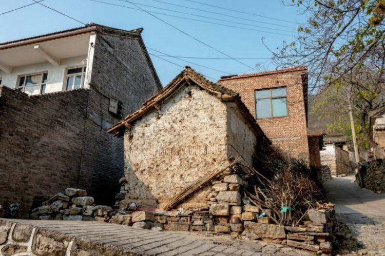 """古村落""""国保""""古建旁,这个房子与众不同,不知是祠堂还是土地庙"""