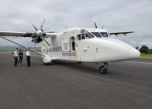 Transair航空肖特360客机在夏威夷机场降落爆胎