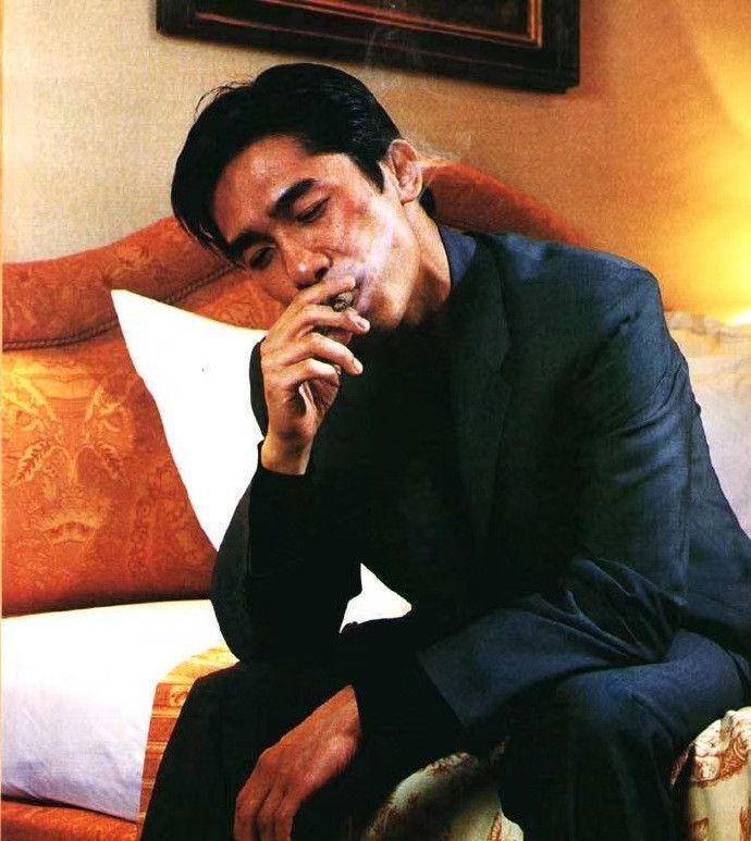 19年前梁朝伟杂志旧照曝光,网友:这样的Tony老师我爱了