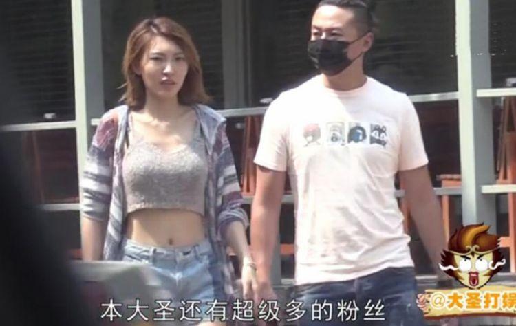 朱雨辰恋情公开 女友晒两人亲密揽腰合照