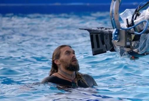 海王夏威夷霸气冲浪,不愧是大海的亲儿子
