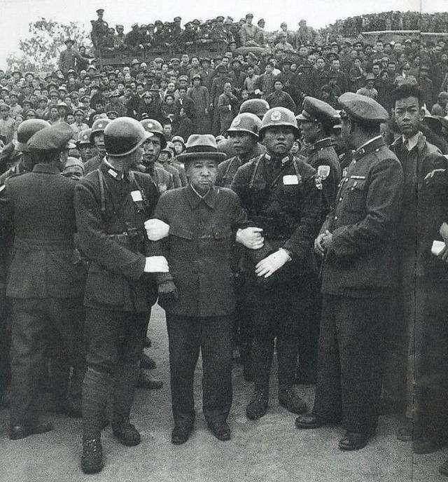 南京大屠杀凶手受审前装死,一个特征被看出,最后枪决