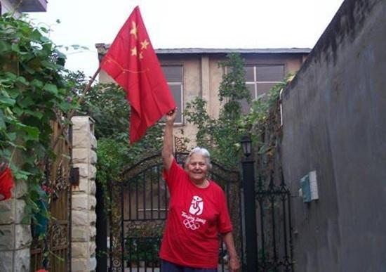 一位华籍美国人,一生都使用中国名字,向世界挥舞中国国旗六十年