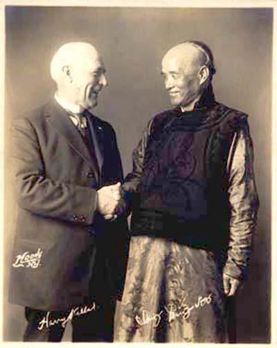 19世纪末,一群美国人靠模仿中国人走上人生巅峰