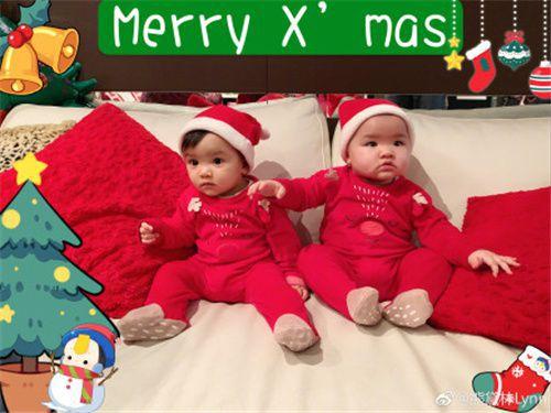 熊黛林圣诞晒双胞胎女儿,姐妹俩颜值差距太大