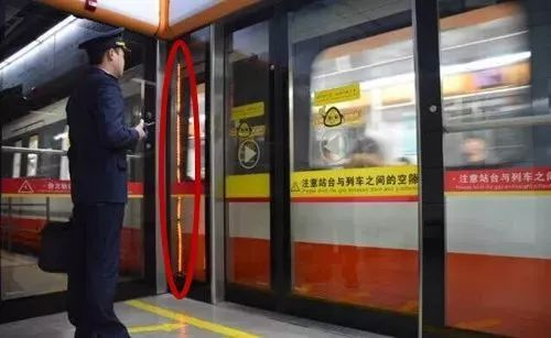 """痛!女子乘地铁被夹身亡!官方回应来了…乘坐地铁,这些""""误区""""千万注意"""
