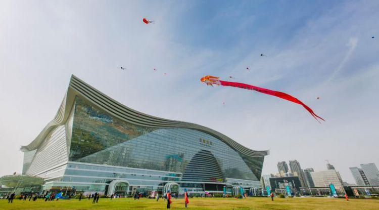 重庆与成都:一个是魔幻网红城市,一个拥有世界最大单体建筑!