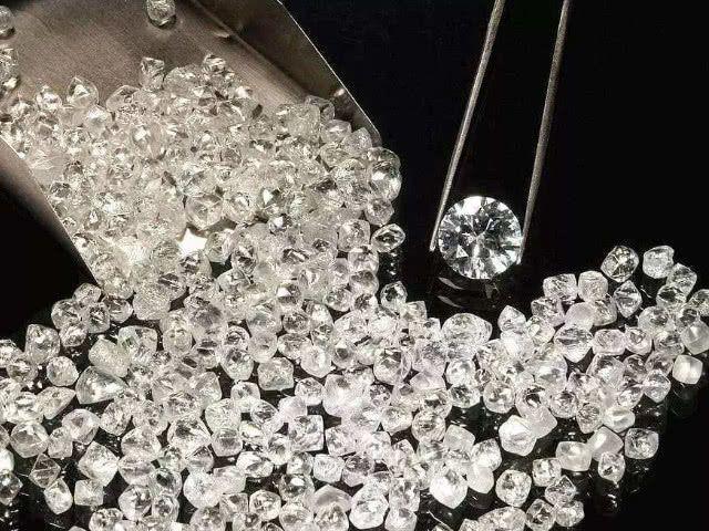 奇闻:男子给妻子网购1.3万元的钻石手链,打开包发现有48条