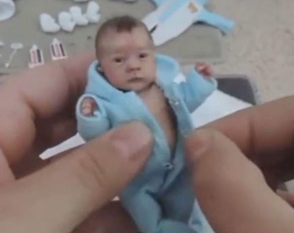 """隔壁女子诞生""""小""""婴儿,邻居前去探望,看到宝宝傻住"""
