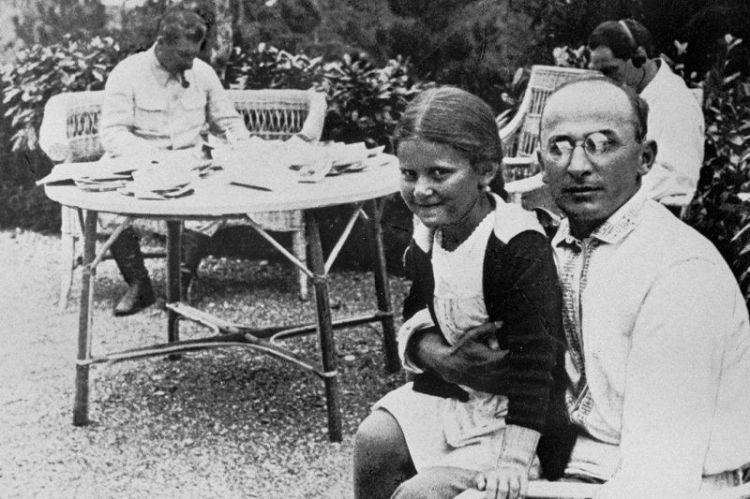 斯大林逝世后被骂贪污千万引发民愤,遗产清算结果却令人感叹