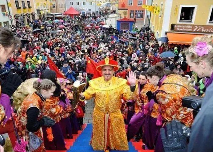 每年春节德国一个小镇居民会宣布:今天我们是中国人