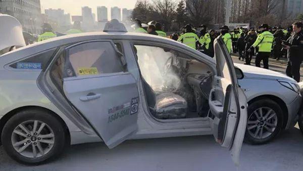 韩国出租车司机抗议又自焚,还是为抗议拼车程序