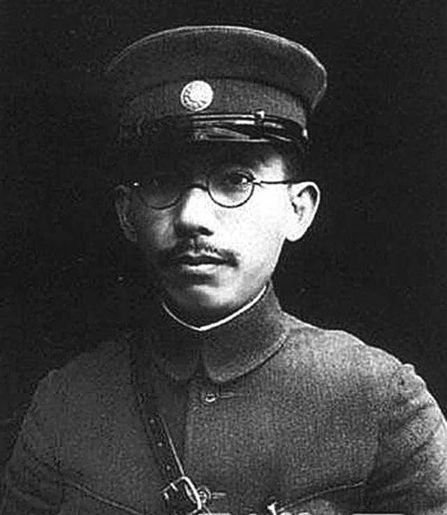经盛鸿:唐生智在南京保卫战期间的衣帽形象