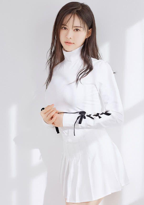 王晶疑似新女友是最年轻晶女郎,好身材不输上届晶女郎徐冬冬