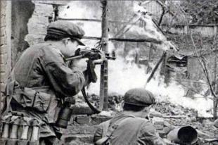 """对越反击战中解放军""""十条戒令""""之远离百姓"""