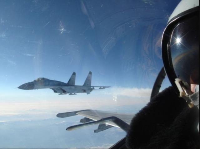 飞行员是不允许开车的,尤其是战斗机的飞行员,原因好笑但也严肃